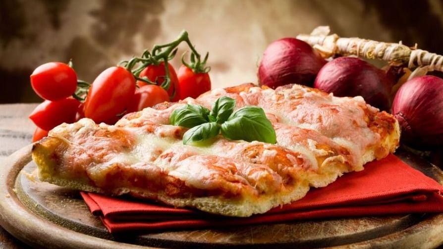 Neapolitan-pizza-Italy