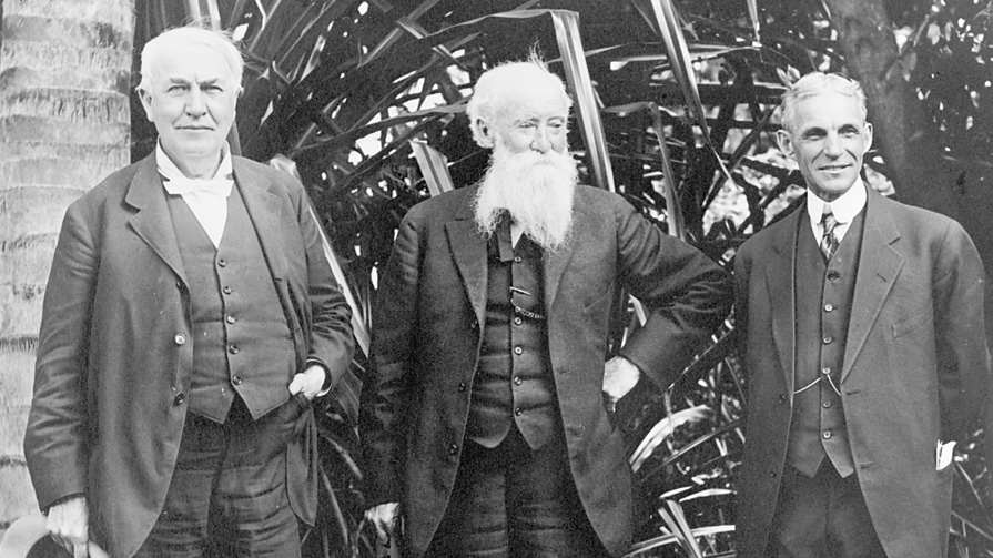 Thomas Edison (left) and Henry Ford (far right)