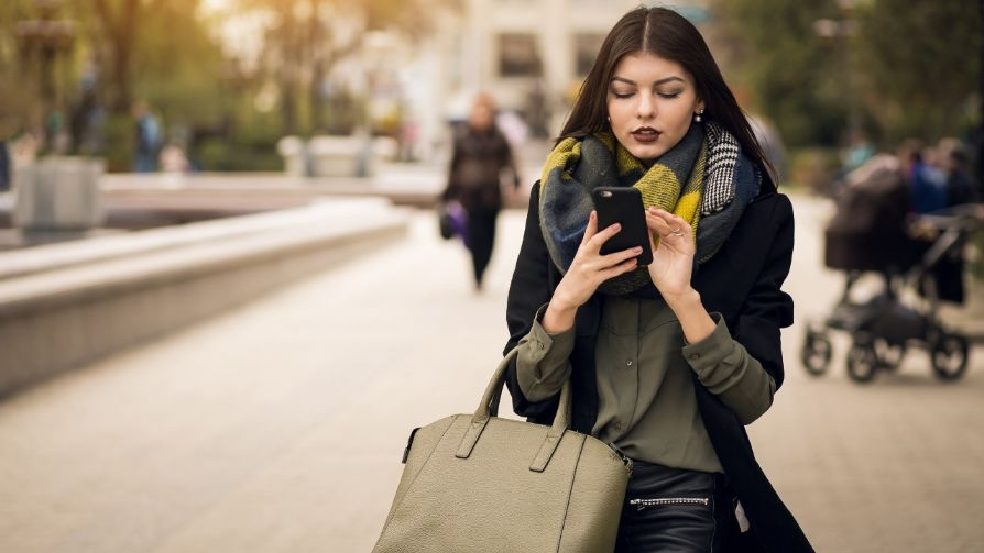 woman-shopping-on-phone