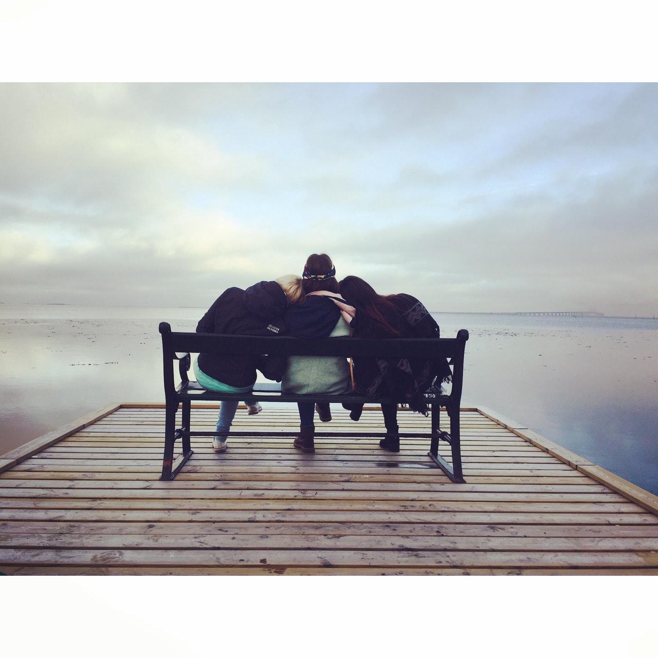 friends-tatiana-vavrikova-pexels