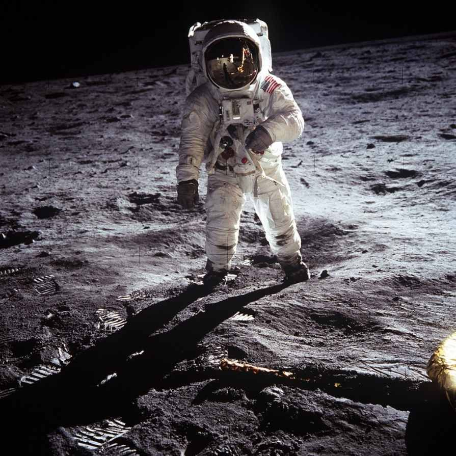 moon-landing-apollo-11-nasa-buzz-aldrin-pexels-pixabay