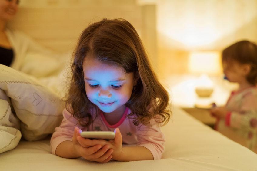 children-and-smartphones