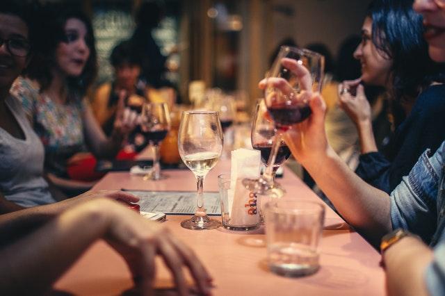 wine-helen-lopes-pexels.com