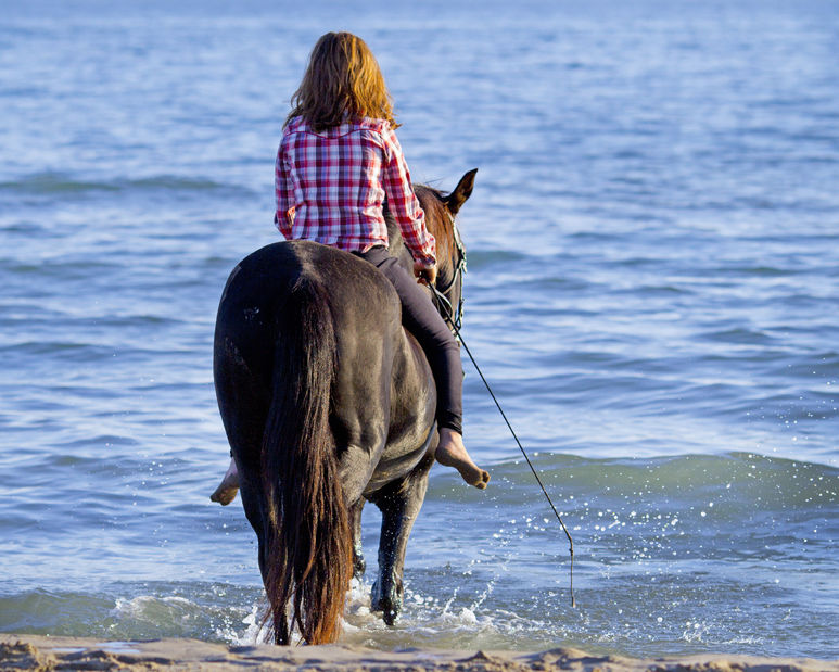 Woman-riding-bareback