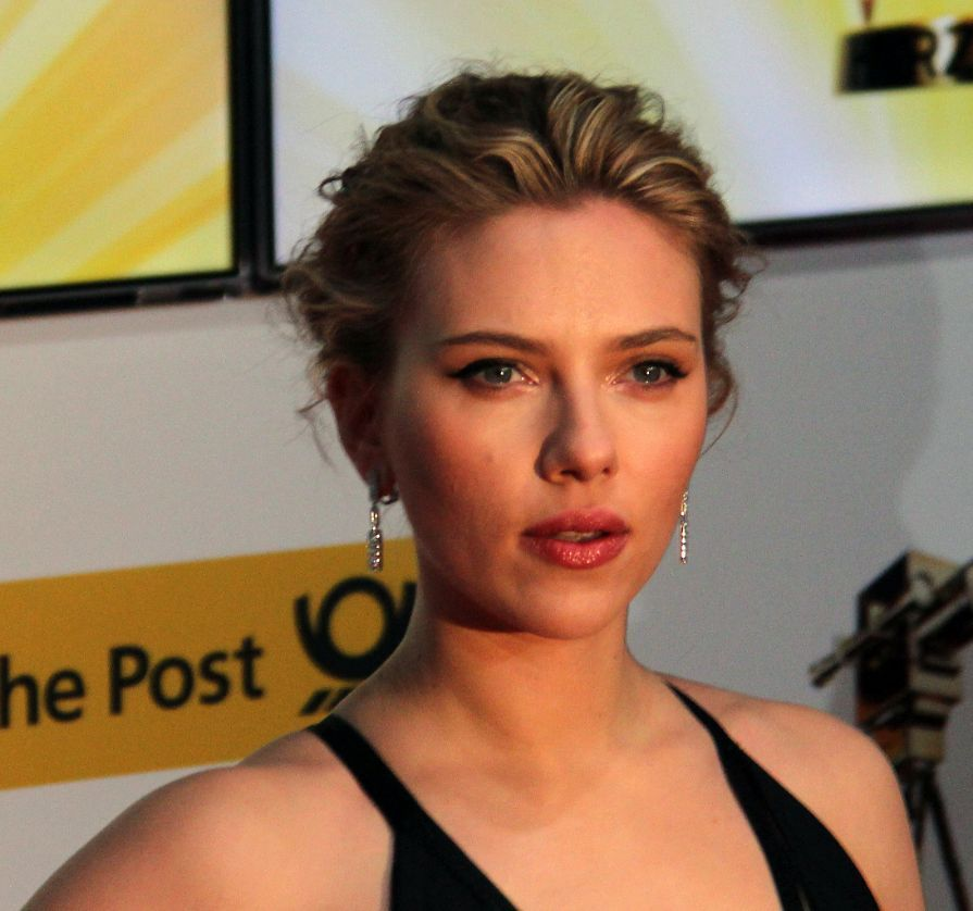 Scarlett_Johansson_most_desirable_chin