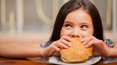 Screen_Time_fuels_junk_food_cravings