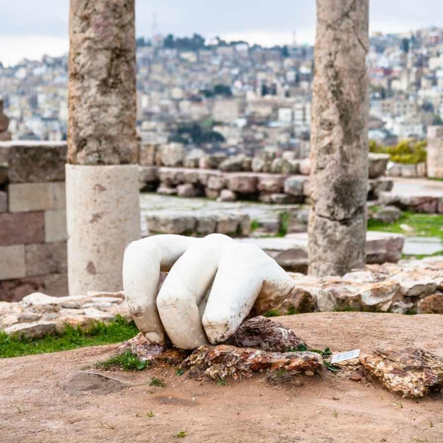 Hercules_hand_at_Amman_Jordan