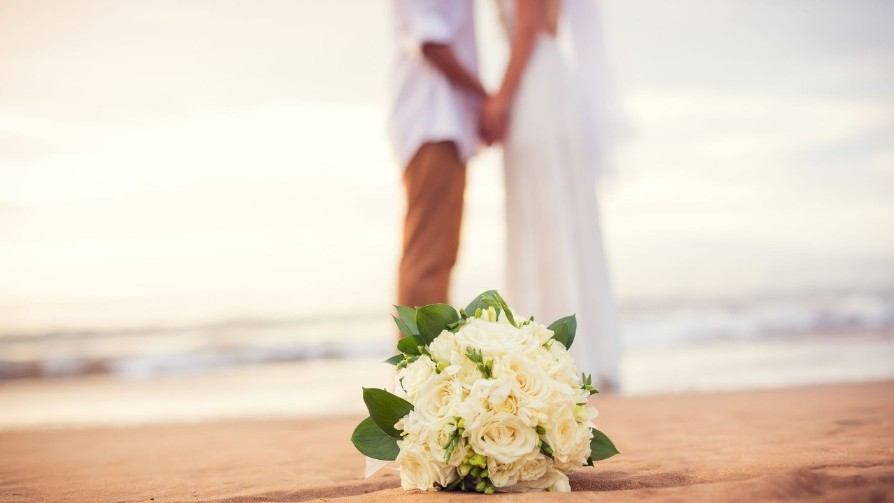 honeymoons_now_demand_professional photographers