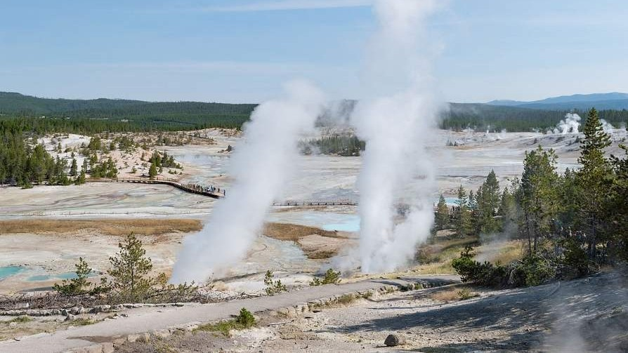 Black_Growler_and_Ledge_Geyser
