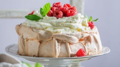 Pavlova_is_one_of_the_must_try_dishes_in_New_Zealand